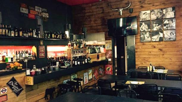 HatsOff pub La sala