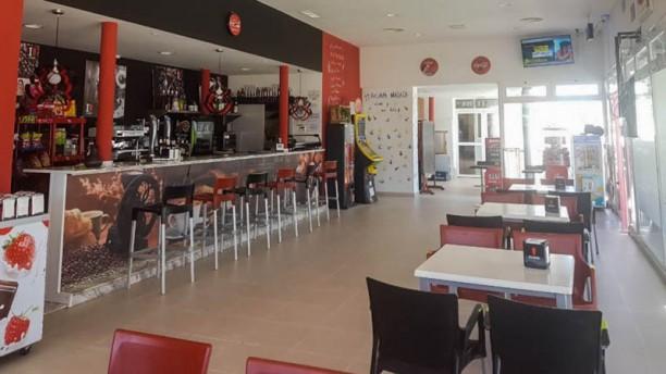 Cafe-bar piscina climatizada Vista de la sala