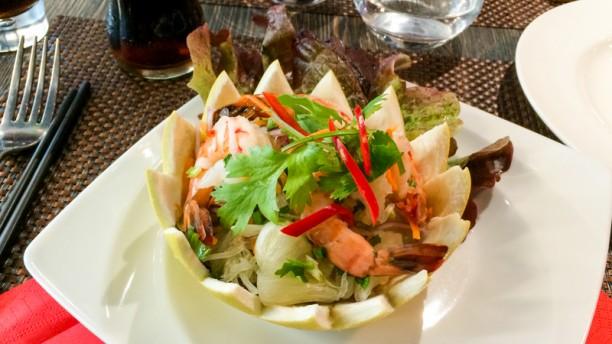 Thai Basilic salade de crevette pamplemousse