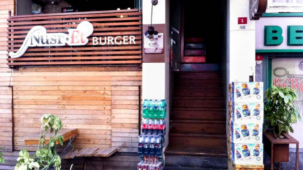 Nusret Burger Bebek entrance