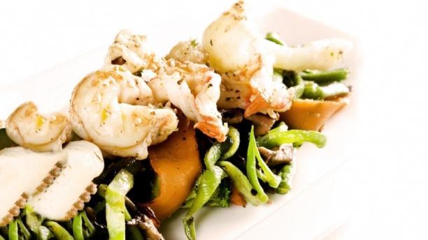 Semproniana Verduras salteadas con langostinos