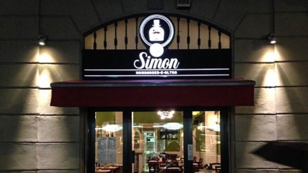 Sir Simon Hamburger e altro Facciata