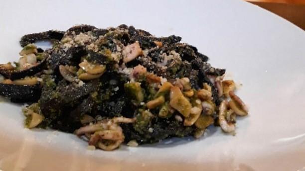 Harinas Cocina a Fuego Lento Tallarines negros de calamar salteado al aroma de gindilla