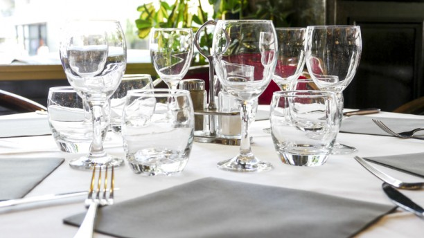 Le Pecharmant Table avec couvert