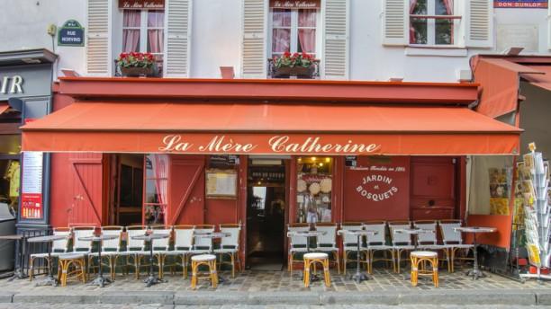 La Mère Catherine Notre terrasse au coeur de Montmartre