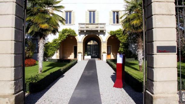 Villa Giavazzi_ Osteria Caffè Entrata