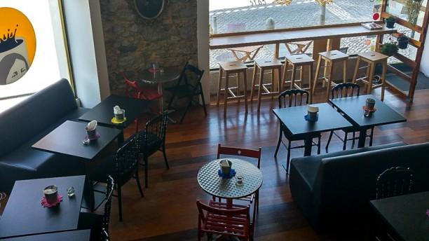 Estefânea Café sala do restaurante