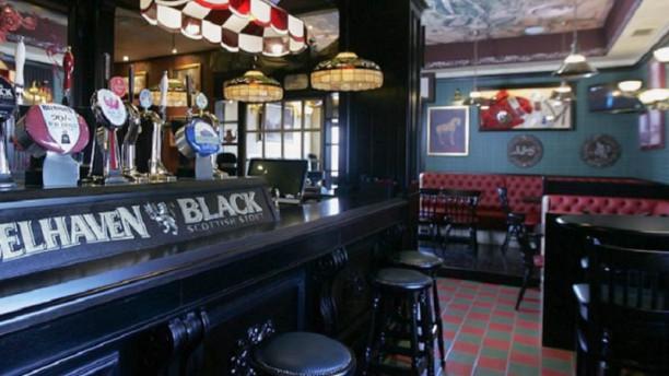 Tartan Scottish Pub Interno