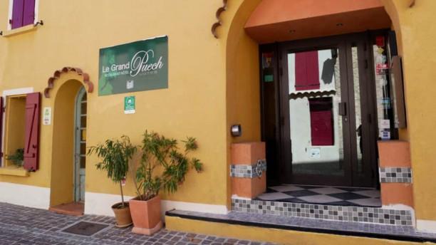 Restaurant hôtel Le Grand Puech Mimet Entrada