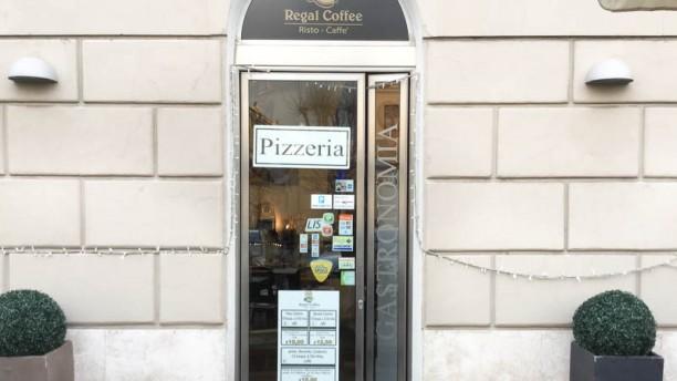 Regal Coffee entrata