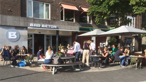 Bar Beton De Bank Terras