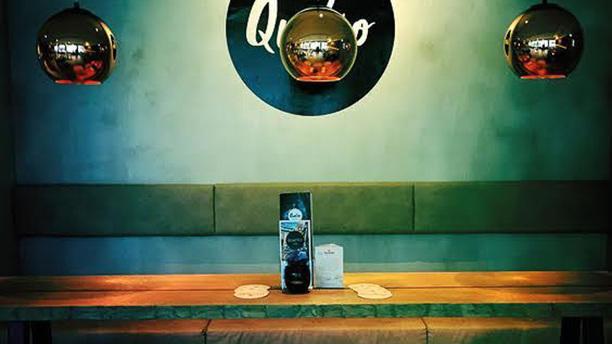 Quatro Bar & Bistro Lounge bank
