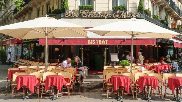 Le Champ de Mars Brasserie - Café