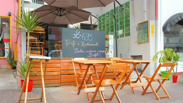 K-695 Bistro e Café Fachada