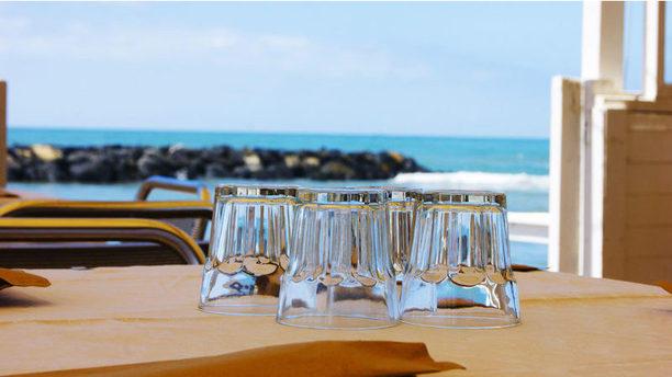 Reef Village Tavoli con vista mare