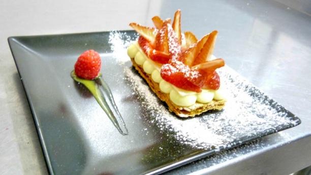 Le Saint Hubert Mille feuille de Chocolat Blanc au fraise fraîches