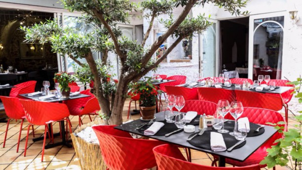 La table du roy restaurant 35 rue du moulin d 39 isnard for Isnard salon de provence