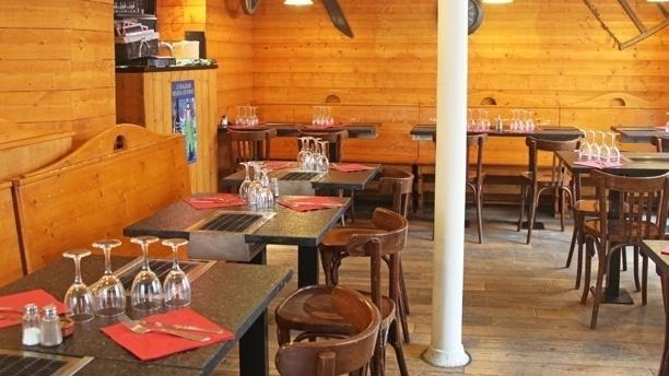 Les Fondus de la Raclette. Paris 18ème Vue de la salle du restaurant