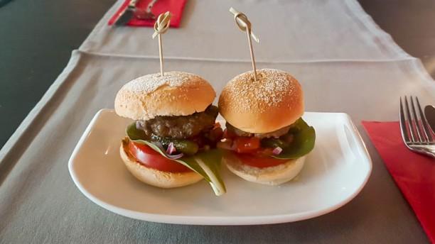 De Tafel Eten&Drinken Heurt er ook bij 2 hamburgertjes