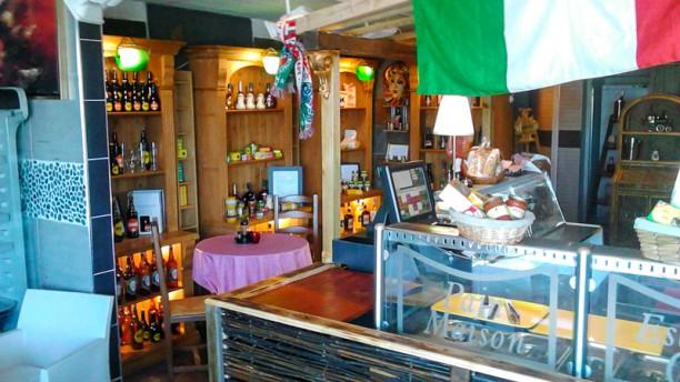 Hooman Cafe' Salle du restaurant