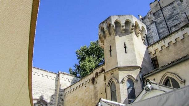 Le Tire-bouchon Vestibule de la tour de Venterol vu de la terrasse du Tire-bouchon