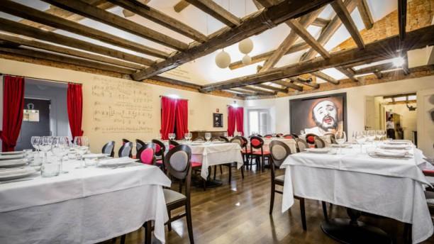 Pavarotti milano in milan restaurant reviews menu and for Ristorante l isolotto milano