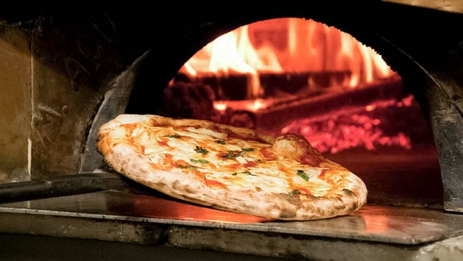 pizza - Terrazza Barberini, Rome