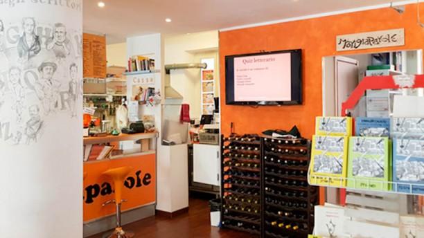Mangiaparole Libreria Caffè Letterario La colonna degli scrittori, libri e banco