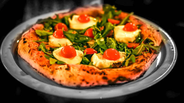 Clara Club Paris Pizza