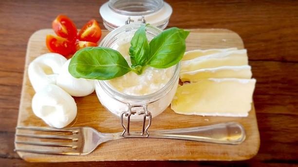 Sottosopra tagliere di formaggi freschi
