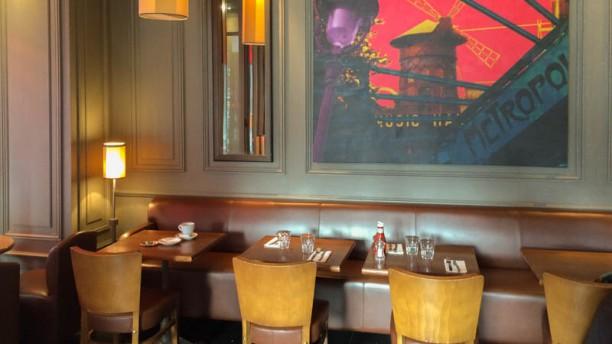 Café Saint-Honoré coin de la salle