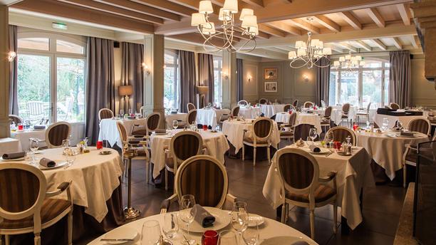 restaurant gastronomique de valrugues in saint r my de. Black Bedroom Furniture Sets. Home Design Ideas