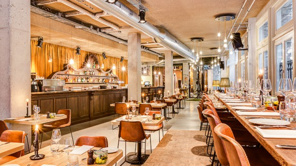 The lobby nesplein restaurant bar hotel v in amsterdam for T s dining and lounge virden menu