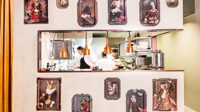 restaurantzaal - The Lobby Nesplein Restaurant & Bar (Hotel V), Amsterdam
