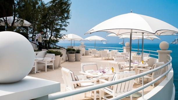 Elsa - Hôtel Monte-Carlo Beach Une des plus belles terrasse de la Principauté !