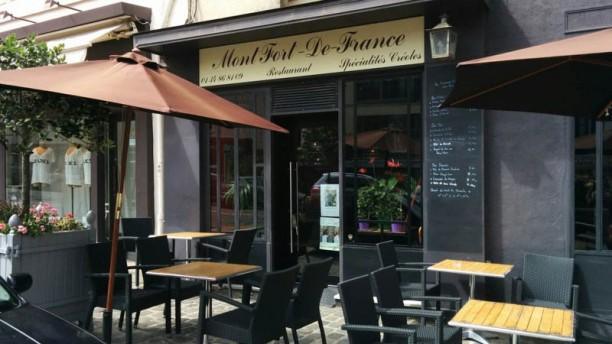 Montfort De France terrasse en façade