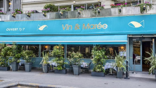 Devanture - Vin et Marée Maine-Montparnasse, Paris