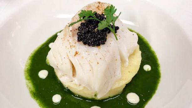 Le Coup de Feu Cabillaud vapeur, coulis de cresson au beurre noisette, caviar de hareng