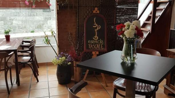 Esencia Tascsfé Sala del restaurante