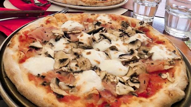 Pizzeria tot con forno a legna in florence restaurant - Forno con funzione pizza ...