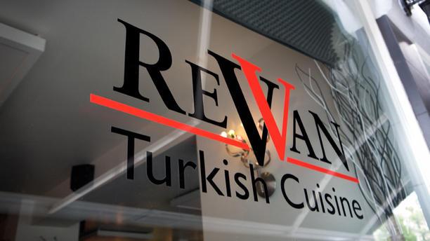 Restaurant Revan Ingang