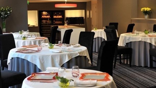 Restaurant Gastronomique Le Dauphin Vue d'ensemble de la salle