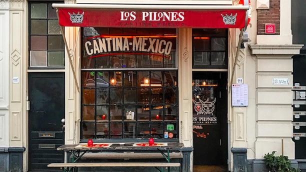 Los Pilones (Nieuwmarkt) Ingang