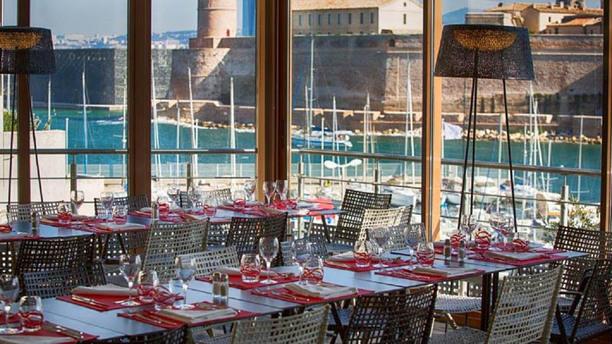 Le lacydon novotel marseille vieux port in marseille - Au vieux port restaurant marseille ...