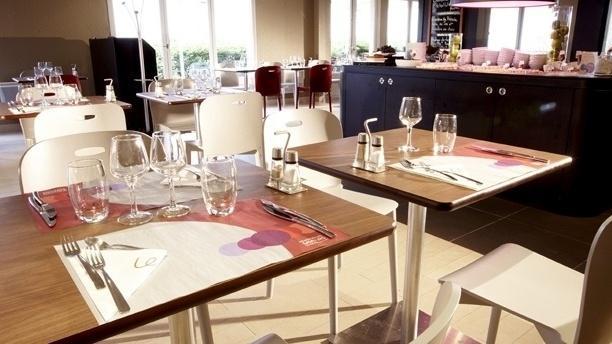 Campanile Senlis Salle du restaurant