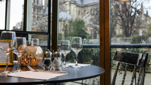 restaurant la nouvelle seine paris 75005 quartier latin saint michel ile de la cit. Black Bedroom Furniture Sets. Home Design Ideas