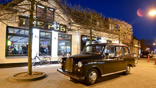 British Grand Café The Pub The Pub's London Taxi