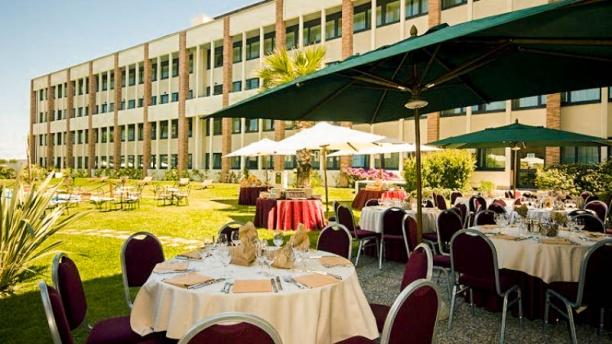 The Glass Bar & Restaurant Fiumicino esterno