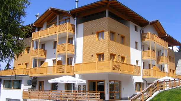 Hotel Alpine Mugon Esterno