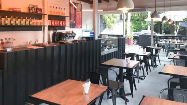 Frank & Charles Sandwich Bar & Café Salão